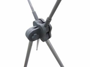 Standee nhựa xám giá rẻ •Quy cách: 0.6m x 1.6m •Trọng lượng: 1.3kg •Mô tả: Sắt phun sơn xám, cây chống nhựa đen, móc nhựa inox