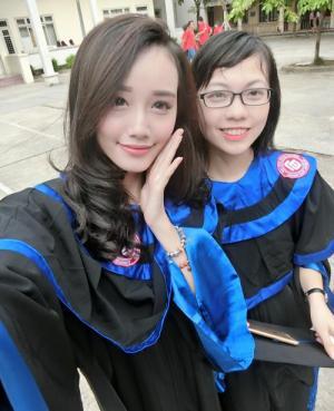 Áo cử nhân, áo đại học