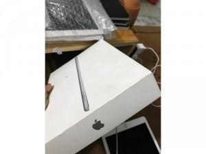 iPad gen 5,2017 wifi 32Gb màu xám. máy đẹp còn BHanh