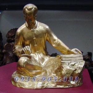 Tượng đồng Bác Hồ ngồi viết sách, dịch sử Đảng bằng đồng nguyên chất