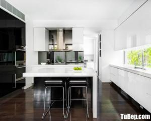 Tủ bếp gỗ Acrylic sự kết hợp màu đen và trắng sang trọng – TBT27