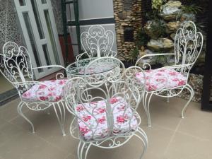 Bộ bàn ghế sắt sân vườn đẹp, giá tốt