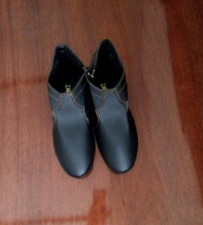 Giầy boot nữ màu đen size 38