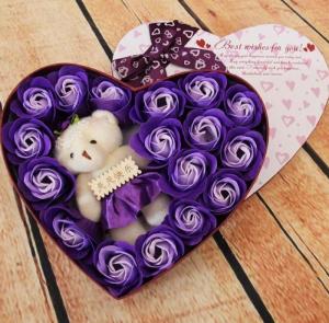 Với màu sắc tự nhiên, đẹp mắt, được tạo hình khéo léo từ sáp, có thể lưu được hương thơm từ 2 - 3 năm, hoa hồng sáp trái tim sẽ giúp bạn gửi gắm những thông điệp đến yêu thương đến người nhận.