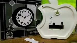 Đồng hồ để bàn hình trái táo