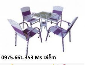 Bàn ghế cafe cao cấp giá rẻ dành cho cafe sân vuon