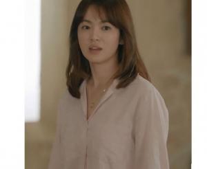 Dây chuyền Đồng Xu Song Hye Kyo trong phim Hậu Duệ Mặt Trời / Descendants of the Sun Giá Bán: 275k Chất liệu: Đồng Phủ Bạc Xuất Xứ: Hàn Quốc
