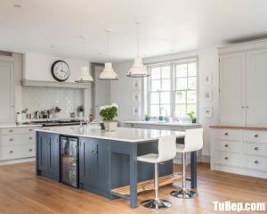 Tủ bếp gỗ Sồi Mỹ sơn men trắng kết hợp bàn đảo