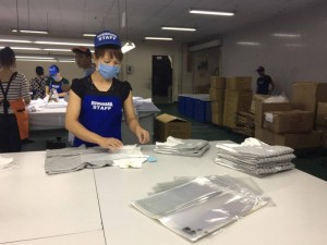 Doanh nghiệp đặt may đồng phục tại Xưởng may gia công Trang Trần với số lượng lớn lên tới hàng nghìn sản phẩm.
