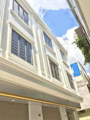 Nhà 4 tầng xây mới khung cột, ô tô vào nhà, phố Vĩnh Tiến, Đông Bắc