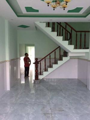 Nhà bán : 4x8.1  1 trệt, 1 lầu, 3 phòng ngủ, 2 wc. Đường trước nhà 4m khu dân cư hiện hữu Đất đã chuyển lên thổ cư có giấy phép xây dựng. Giá 1 tỷ 350tr . Có thể thương lượng