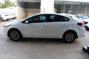 Cần bán gấp Kia Cerato số sàn đời 2017, xe mới 100%