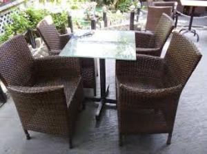 Bàn ghế tiếp sản xuất các mặt hàng nội thất nhựa giả mây như bàn ghế dành cho quán café