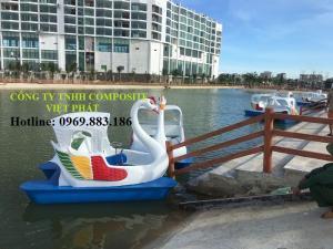 Thiên nga đạp nước: Tại FLC Sầm Sơn