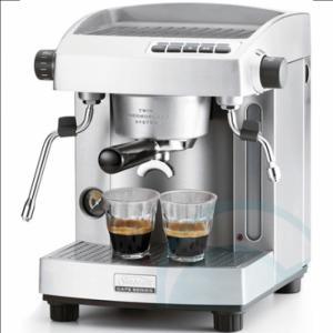 Nên mua máy pha cà phê Espresso chuyên nghiệp hay máy pha cà phê tự động?