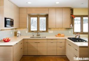 Tủ bếp Laminate chữ U màu vân gỗ nhỏ xinh