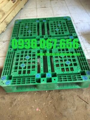 Pallet nhựa lót sàn, pallet nhựa cũ lót sàn, pallet nhựa lót sàn đã qua sử dụng