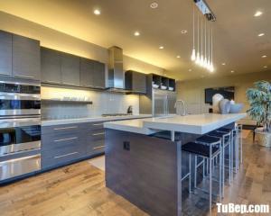 Tủ bếp gỗ Laminate màu vân gỗ thiết kế hiện đại – TBT38