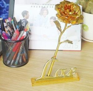 Hoa hồng mạ vàng 24K có chân đế I LOVE U