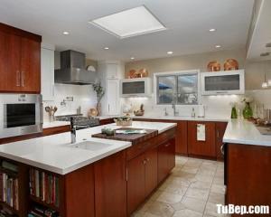 Tủ bếp gỗ Laminate vân gỗ thiết kế chữ U với không gian rộng – TBT38