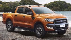 Giới thiệu chung Theo như bảng xếp hạng doanh số các mẫu xe bán tải tại Việt Nam (dựa theo báo cáo của hiệp hội các nhà sản xuất ôtô Việt Nam VAMA) cuối tháng 7 năm 2017 cho thấy, Ford Ranger 2016 là mẫu xe bán chạy nhất với doanh số 1.307 xe.  Tiếp nối thành công ấy, Ford ra mắt Ranger 2017 với các nâng cấp phát triển dựa trên nền tảng phiên bản 2016, đó là việc bổ sung tính năng kết nối, giải trí cũng như điền thêm vào danh mục sản phẩm của mình phiên bản Wildtrak 2.2L 4x4 AT hoàn toàn mới vào tháng 6 vừa qua. Các động thái này phần nào đó thể hiện rõ tham vọng độc tôn ngôi vị chiếc xe bán tải bán chạy nhất toàn cầu.