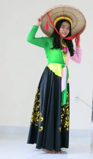 Thuê áo yếm đào, váy múa giá rẻ quận 1