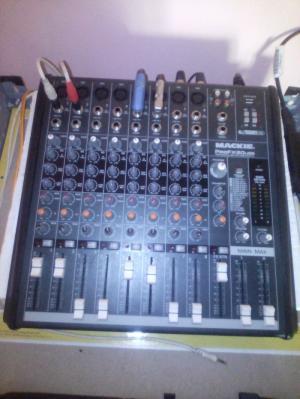 Mixer mackie  fx8