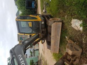 Máy xúc đào bánh lốp Volvo EW55B giảm giá