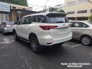 Khuyến Mãi Mua Toyota Fortuner 2018 Máy Dầu Màu Trắng Nhập Khẩu. Tặng trang bị Cao Cấp