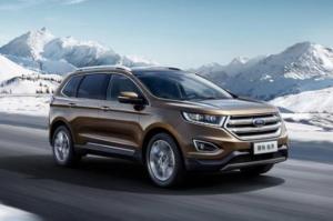 Ford Everest 2018 sẽ có một mặt trước sửa đổi một chút, kết hợp một lưới tản nhiệt mạ crôm đậm lấy cảm hứng từ những chiếc xe tải Ford F-Series