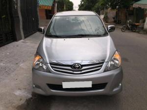 Muốn bán nhanh  Toyota Innova 2011 mt màu bạc phiên bản G