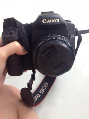 Cần bán máy ảnh Canon 50d kèm lens còn mới