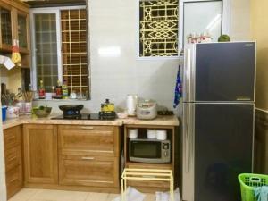 Do chuyển lên hồ Tây kinh nên  bán căn nhà đang kinh doanh sầm uất ngõ 651 Minh khai.