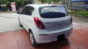 Có xe cần bán Hyundai I20 2013 tự động màu trắng thanh lịch