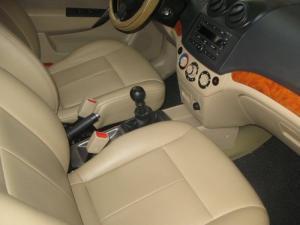Bán xe Chevrolet Aveo lt 2011 số sàn màu bạc, xe tư nhân đi cẩn thận