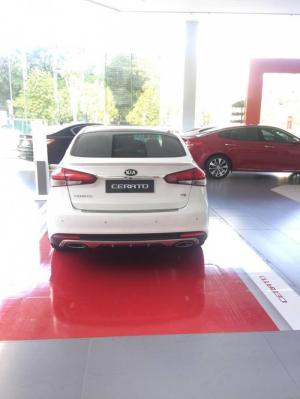 KIA CERATO 2017 sẵn xe màu Trắng, Đen giao ngay có bảo hiểm xe lên tới 9 triệu đồng