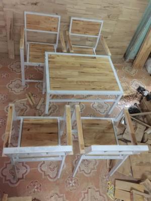 Cần thanh lý bàn ghế gỗ cafe chân sắt giá rẻ