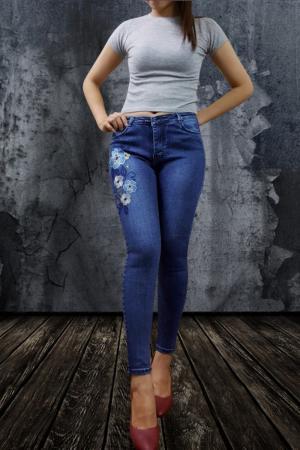 Quần jean dài thêu hoa
