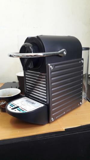 Thanh lý máy pha cà phê Nespresso PIXIE hàng nhập khẩu Thụy Sĩ mới 95%.