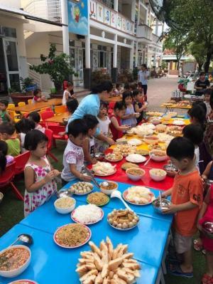 Bàn gỗ cho bé học, bàn nhựa trẻ em , bàn ghế học sinh giá rẻ