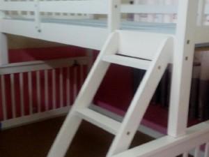 Giường tầng gỗ tự nhiên đang thanh lý.