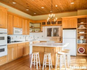 Tủ bếp gỗ Sồi nhập khẩu màu vân gỗ – TBT47