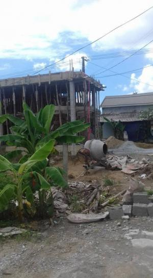 đất cạnh nhà đang xây