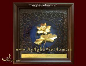 Quà tết Mậu Tuất 2018,tranh hoa sen mạ vàng