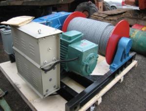 tời kéo mặt đất dùng để di chuyển và nâng hạ vật nặng dễ dàng