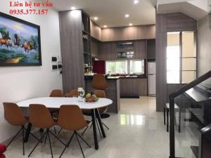 Phòng bếp + phòng ăn