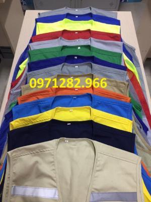 Nhà sản xuất: Gia Bảo  Nước sản xuất: Việt Nam Tiêu chuẩn: Việt Nam Chất liệu: Vải lưới + Sợi phản quang Màu sắc: xanh, đỏ, cam, vàng, tím, xanh nõn chuối Cỡ số: 1 cỡ Số sọc phản quang: 1 sọc trước + 2 sọc sau Áo phản quang do công ty Gia Bảo sản xuất với nhiều mẫu mã khác nhau thể hiện đặc thù từng ngành nghề, mẫu mã phong phú – Chất liệu: Vải lưới các màu và sợi phản quang các cỡ (3cm, 5 cm) – Sử dụng miếng dính để làm khuya áo rất dễ điều chỉnh ôm sát người – Áo thường sử dụng mặc bên ngoài áo bảo hộ lao động, hoặc các loại áo bình thường khác – Áo phản quang được ứng dụng trong các công việc liên quan tới cộng đồng như: giao thông, cứu hoả, cứu hộ, xây dựng, vệ sinh đô thị… – Áo sử dụng để tăng độ an toàn cho người lao động