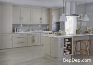 Tủ bếp gỗ Tần Bì sơn men trắng kết hợp bàn đảo sắc nét tinh tế