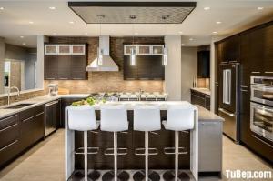 Tủ bếp Laminate vân gỗ kết hợp bàn đảo sang trọng