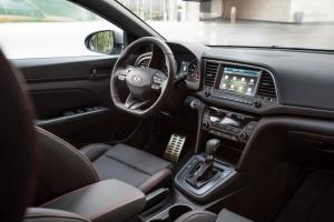 Xe ô tô Hyundai Elantra 2.0AT 2017 màu đỏ